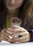 Le mani e la tazza Immagine Stock Libera da Diritti