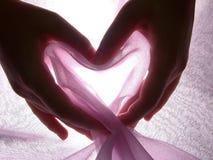 Le mani fanno il cuore dal panno Immagini Stock Libere da Diritti