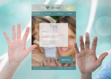 Le mani si aprono con la datazione dell'interfaccia di App Fotografie Stock