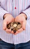 Le mani sono monete della holding Immagine Stock