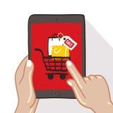 Le mani stanno tenendo sul touch screen della compressa Fotografia Stock