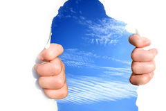 Le mani sul cielo strappano un foro Fotografia Stock Libera da Diritti