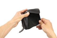 Le mani umane tiene un portafoglio vuoto, fondo isolato Immagine Stock