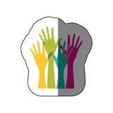 le mani variopinte dell'insieme dell'autoadesivo hanno sollevato l'icona illustrazione di stock