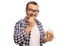 Le mannen som äter en kaka Royaltyfri Bild