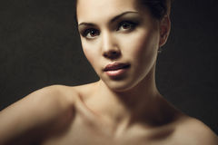 Le mannequin Beauty Makeup, beau visage de femme composent Photo stock