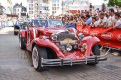 LE MANS, ΓΑΛΛΙΑ - 13 ΙΟΥΝΊΟΥ 2014: Παρέλαση του αγώνα πιλότων Παρουσίαση του αυτοκινήτου Excalibur Στοκ Εικόνες