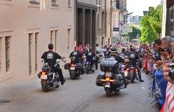 LE MANS, ΓΑΛΛΙΑ - 13 ΙΟΥΝΊΟΥ 2014: Ποδηλάτες σε μια παρέλαση του αγώνα πιλότων Στοκ Εικόνα
