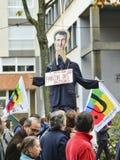 LE MANS, ΓΑΛΛΙΑ - 10 ΟΚΤΩΒΡΊΟΥ 2017: Ο αριθμός του Προέδρου της Γαλλίας Emmanuel Macron κατά τη διάρκεια μιας απεργίας Στοκ Φωτογραφίες