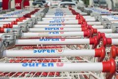 LE MANS, FRANÇA 25 DE JULHO DE 2017: Fileira dos muitos carro do impulso da marca francesa U super Imagens de Stock Royalty Free