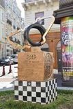 LE MANS, FRANCE - 8 OCTOBRE 2017 : monument avec l'emblème des courses 24 heures de Mans et les impressions des mains de la victo Images stock