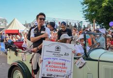 LE MANS FRANCJA, CZERWIEC, - 16, 2017: Drużyna Toyota Bieżni kierowcy Kamui Kobayashi Stephane Sarrazin Mike Conway przy paradą p obraz stock