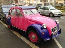 LE MANS FRANCJA, MARZEC, - 08, 2017: Różani oltimer Citroen samochodu stojaki parkujący na ulicie Fotografia Stock