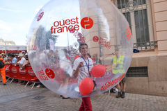 LE MANS, FRANKREICH - 13. JUNI 2014: Ouest Frankreich, die größte Tageszeitung in Frankreich Parade von den Piloten, die in Le Ma Lizenzfreies Stockfoto