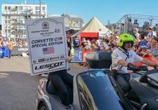 LE MANS, FRANKRIJK - JUNI 16, 2017: Het luxueuze Korvet van de moderneauto C7R bij een parade van loodsen die 24 uren rennen Royalty-vrije Stock Foto