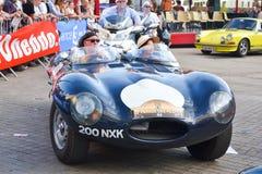 LE MANS, FRANKRIJK - JUNI 13, 2014: Jaguar bij een parade van loodsen het rennen De loods drijft auto Stock Foto's