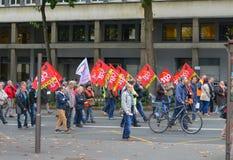 LE MANS, FRANKRIJK - OKTOBER 10, 2017: De mensen tonen tijdens een staking aan tegen nieuwe wetten Stock Fotografie