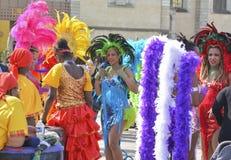 LE MANS FRANKRIKE - APRIL 22, 2017: Dans för kvinna för festivalEuropa jazz A i karibiska dräkter Royaltyfri Foto