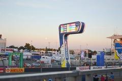 LE MANS - FRANKRIKE, JUNI 12, 2014: Löparbana av 24 timmar på den Le Mans strömkretsen Arkivbilder