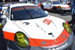 LE MANS FRANKRIKE - JUNI 18, 2017: Utläggning av Porsche 911 RSR av det Porsche GT laget under de 24 timmarna av Le Mans Royaltyfri Bild