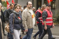 LE MANS FRANKRIKE - OKTOBER 10, 2017: Folket visar under ett slag mot nya lagar Royaltyfri Foto