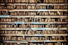 le manuel en bois religieux tibétain de manuscrit emboutit pour replier et reproduire des vers saints photos stock