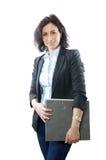 Mapp för affärskvinnainnehav royaltyfria bilder
