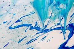 Le marbre bleu et blanc de couleur a mélangé l'abstraction d'encre Photo libre de droits