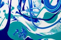 Le marbre bleu et blanc de couleur a mélangé l'abstraction d'encre Image libre de droits