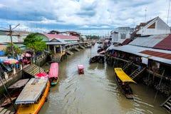 Le marché de flottement d'Amphawa Image libre de droits