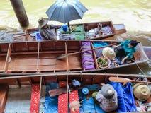Le marché de flottement photos stock