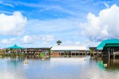 Le marché de flottement en Thaïlande photographie stock