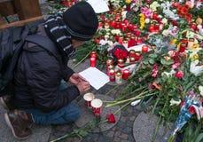 Le marché de Noël à Berlin, le jour après l'attaque terroriste photographie stock