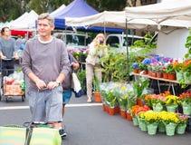 Le marché extérieur célèbre d'agriculteurs de Hollywood a tenu chaque dimanche matin Image libre de droits