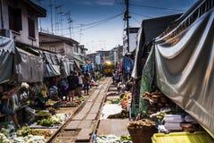 Le marché sur la voie de chemin de fer photos libres de droits
