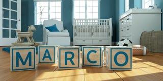 Le marco de nom écrit avec les cubes en bois en jouet chez la pièce du ` s des enfants Images libres de droits