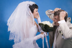 Le marié et la jeune mariée Photos stock