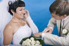 Le marié et la jeune mariée Photo libre de droits