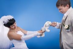 Le marié et la jeune mariée Photographie stock libre de droits
