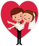 Le marié tient sa jeune mariée dans des ses bras Photographie stock