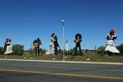 Le mariachi et le Renoir ont inspiré des sculptures en couples de danse par l'artiste Steward Johnson à Hamilton, NJ Image stock