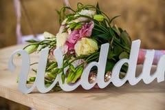 Le mariage de mot et le bouquet nuptiale Images stock