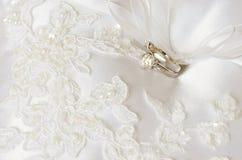 Mariage et bagues de fiançailles Photo stock