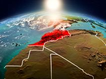 Le Maroc dans le lever de soleil de l'orbite Photos libres de droits