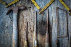 Le marteau, tournevis, main a vu et ruban métrique Photo libre de droits