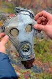 Le masque de gaz dans les militaires Photos libres de droits