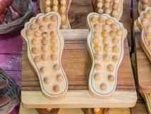 Le massage de pied handcrafted du bois Image stock
