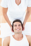Le massage för manhälerihals royaltyfria foton