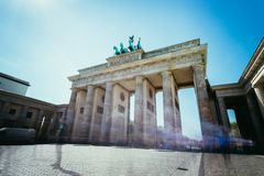 Le massif de roche de Brandenburger, porte de Brandenburger ? Berlin, Allemagne Attraction touristique image libre de droits