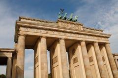 Le massif de roche de Brandenburger (Porte de Brandebourg) À Berlin Photo stock